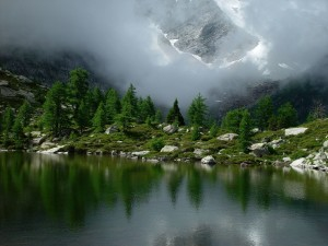 Subalpine_lake_Goms_Switzerland